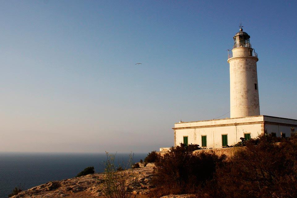 Visita el faro de Formentera con tu coche de alquiler