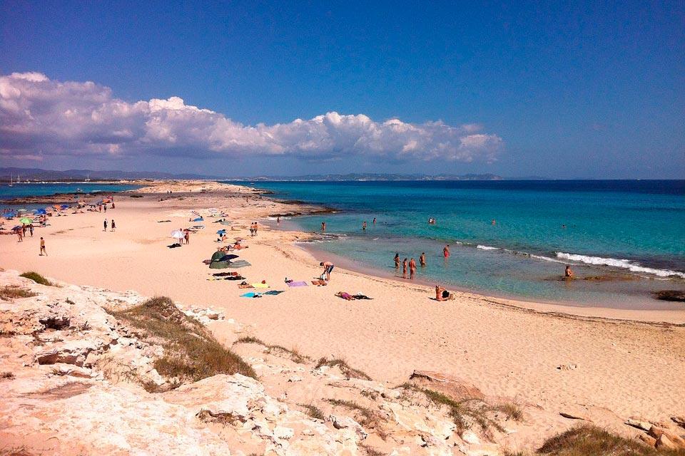 Playa de Illetes con tu coche de alquiler en Formentera